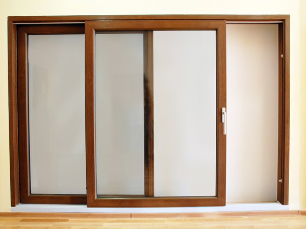 Detrazioni-per-montaggio-finestre-scorrevoli-correggio