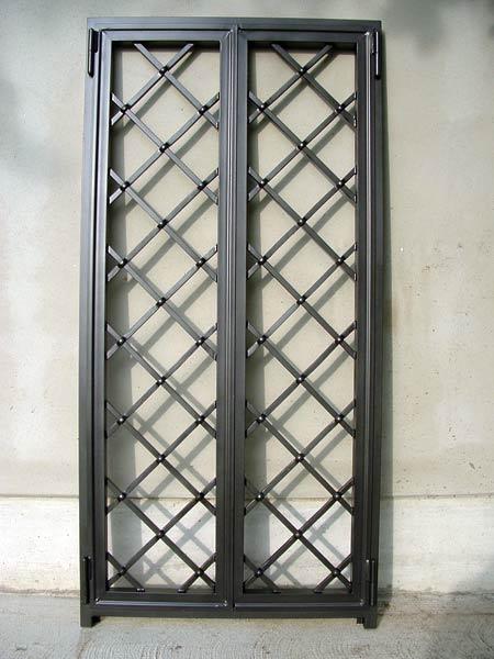 Grate di sicurezza carpi correggio inferriate per finestre fisse apribili scomparsa prezzi - Grate in ferro battuto per finestre ...