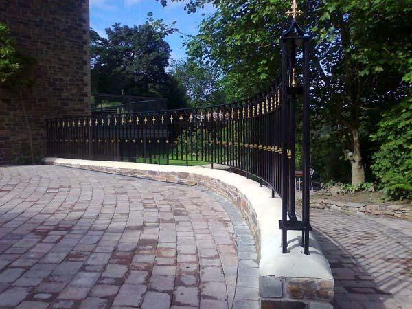 Realizzazione-recinzioni-modulari-per-cortile-carpi