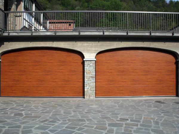 Installazione-porte-sezionali-per-condominio-carpi